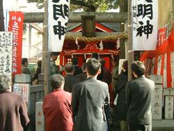 清水稲荷神社  毎年、初午祭が盛大に行われる